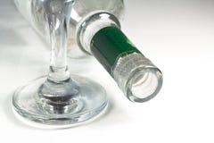 酒杯和瓶。 免版税库存照片