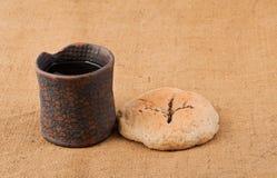 酒杯和面包 免版税图库摄影