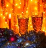 酒杯用香槟和一个灼烧的蜡烛在被弄脏的ba 图库摄影
