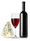 酒瓶、葡萄酒杯和干酪 库存照片