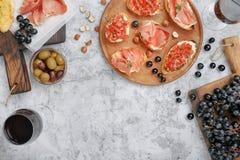 酒的另外意大利开胃菜用红葡萄酒 免版税图库摄影