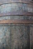 酒的老橡木桶 免版税库存照片