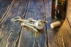 酒的螺丝开启者 免版税库存图片