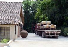 酒的运输的卡车在酿酒厂圣丽塔的 库存图片