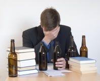 酒精和工作 免版税库存照片