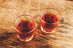 酒精射击-掀动转移选择聚焦 库存照片