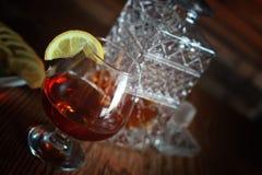 酒精白兰地酒集合玻璃和玻璃水瓶 库存照片