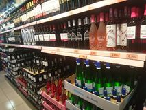 酒精饮料瓶 免版税库存图片