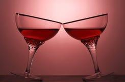 酒精饮料的两杯在色的背景的 库存图片