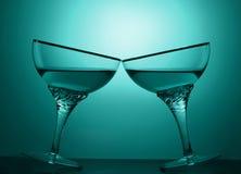 酒精饮料的两杯在色的背景的 免版税库存图片
