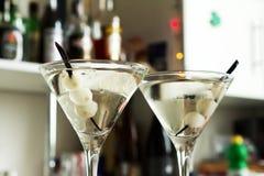 酒精鸡尾酒吉布森马蒂尼鸡尾酒葱 免版税库存照片