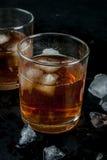 酒精鸡尾酒-威士忌酒和可乐 免版税库存图片