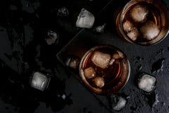 酒精鸡尾酒-威士忌酒和可乐 库存照片