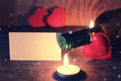 酒蜡烛华伦泰心脏 库存照片