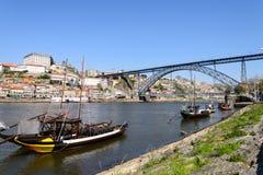 酒运输小船在葡萄牙 图库摄影