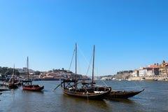 酒运输小船在葡萄牙 库存照片