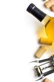 酒黄柏、拔塞螺旋和瓶白葡萄酒 免版税库存图片
