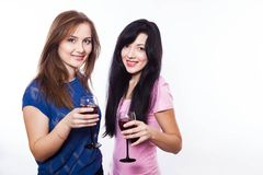 戴酒,白色背景眼镜的妇女  免版税库存图片