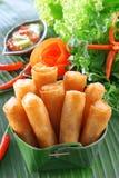 酥脆中国传统春卷食物 库存图片