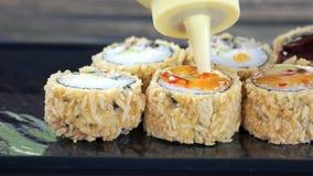 酥脆寿司卷用调味汁 股票视频