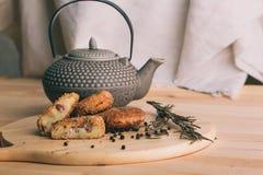 酥脆自创被烘烤的快餐土豆矿块Pille用鸡虾和乳酪 库存图片