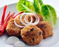 酥脆鱼泰国油煎的样式 库存照片