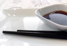 酱油和筷子 库存图片
