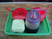 酱油盐和调味汁在塑胶容器 库存照片