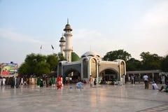 酵母酒蛋糕Bulleh Shah坟茔在卡苏尔,巴基斯坦 免版税库存照片