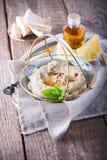 酵母酒蛋糕ghanoush,茄子垂度,地中海食物 免版税库存照片