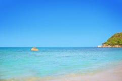 酸值与白色沙子的苏梅岛海滩 免版税库存图片