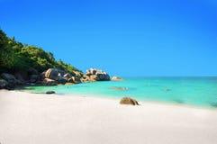 酸值与白色沙子的苏梅岛海滩 库存照片