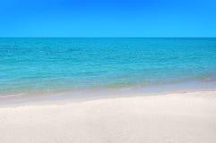 酸值与白色沙子的苏梅岛海滩 免版税库存照片