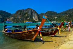 酸值发埃发埃偶象longtail小船,普吉岛,泰国 库存照片