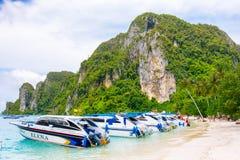 酸值发埃发埃唐海滩  发埃发埃海岛,甲米府,泰国 免版税图库摄影