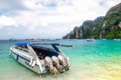 酸值发埃发埃唐海滩  krabi泰国 图库摄影
