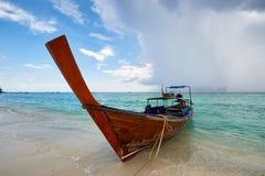酸值发埃发埃,泰国- 11月10日:在酸值发埃发埃的长尾巴小船 免版税图库摄影