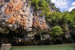 酸值在普吉岛,安达曼海附近的洪Phang Nga海湾 库存照片