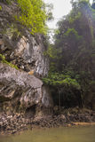 酸值在普吉岛,安达曼海附近的洪Phang Nga海湾 免版税库存照片