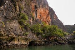 酸值在普吉岛,安达曼海附近的洪Phang Nga海湾 免版税库存图片