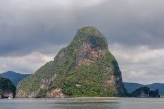 酸值在普吉岛,安达曼海附近的洪Phang Nga海湾 库存图片