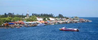 酸值朗塔,泰国,从桥梁的看法在海岛上 免版税图库摄影