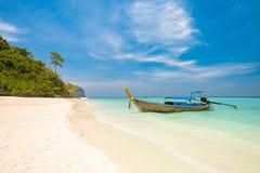 酸值竹海岛海湾, longtail,泰国 免版税库存照片