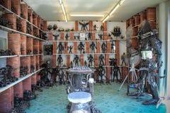 从酸值苏梅岛的非凡纪念品 金属化人 库存照片
