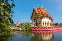 酸值苏梅岛,泰国- 2017年12月14日:在酸值苏梅岛海岛上的Wat Plai Laem寺庙在泰国 免版税库存照片