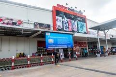 酸值苏梅岛,泰国- 2017年12月16日:宏观食品供应是一个大型超级市场在泰国 免版税库存图片