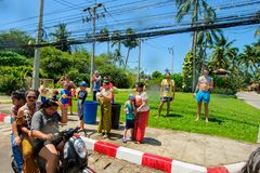 酸值苏梅岛,泰国- 2018年4月13日:Songkran党-泼水节节日 一起庆祝的人们 免版税库存照片