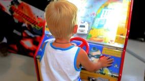 酸值苏梅岛,泰国2014年7月19日儿童游戏 股票录像