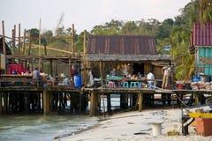 酸值荣,柬埔寨- 2014年3月:江边的面馆 库存图片