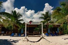 酸值荣Samloem的美丽的热带海滩 免版税库存图片